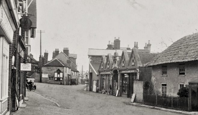 Milford-on-Sea High Street ca 1920 | Courtesy of MOSHRS